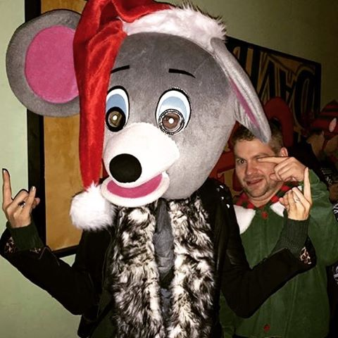 Look at me. Look at me. I'm the mouse now.